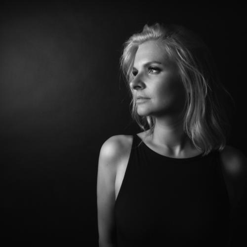 DJ ANII – A TRUE FEMININE POWERHOUSE